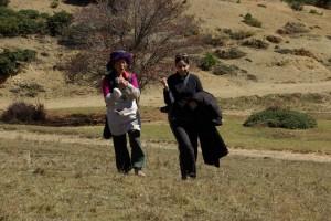 Jennifer sprach chinesisch und liess sich vom Leben der Tibeter erzaehlen
