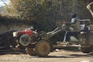 Die Arbeitstiere im Dorf - 2Takter, einzylinder Dieseltraktoren