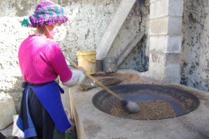 Die Mutter beim Roesten der Gerste
