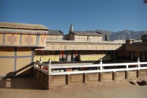 Die beruehmten Daecher des Potala - von hier aus hat der junge Dalai Lama Heinrich Harrer beim Eislaufen beobachtet :-) (Film: 7 Jahre in Tibet)