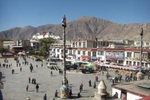 Der alles beherrschende Potala thront ueber Lhasa