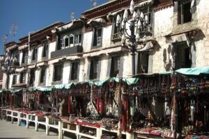 ...rein ins Getuemmel -  Einkaufen im Barkhor, dem Bezirk um den Jokhang