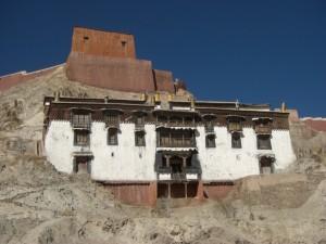 ...hinterm Kumbum ein Tempel...