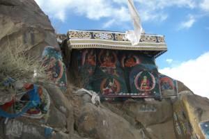 ...Zeugen der tiefen Froemmigkeit und Opferbereitschaft der Tibeter...