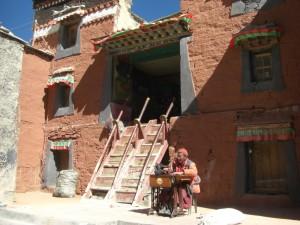 ...auch das Kloster besichtigten wir - die Moenche fuehren ein extrem schweres Leben in der grossen Hoehe