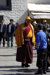 ...beeindruckend mit welcher Ehrfurcht die Menschen den Lamas begegnen