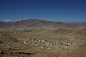am Weg nach Ganden den Berg hinauf, auf dem das Kloster errichtet wurde