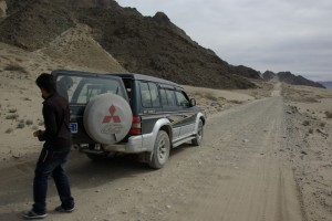 Bei einem kurzen Stop auf der Schotterpiste - wir fuehlten uns an NAmbia erinnert :-)