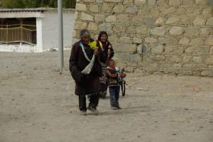...die Pilger kommen mit Kind und Kegel und sind oft Monate unterwegs