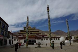 Das Hauptgebaeude versinnbildlicht das Zentrum des Buddhistischen Universums