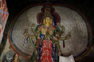 ...die Statue des 1000armigen Avalokitesvara - jeder Arm mit einem Auge