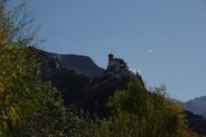 erinnert mich fast ein wenig an die Burg Hochosterwitz in Kaernten :-) (Dani)