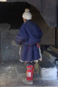 auch hier trifft man auf Pilger in ihrer traditionellen Tracht (man beachte die tollen Stiefelchen)