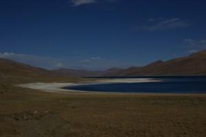 Der wunderschoene heilige See ist Lebensraum fuer viele Tiere...