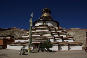 Der Kumbum, die wunderbare Stupa - woertlich uebersetzt: 10.000 Bilder - viel wird an der ZAhl nicht fehlen...