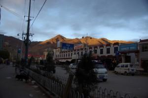...ein wunderschoener Tag endet im chinesischen Teil Gyantses, einer wirklich anderen Welt!!!