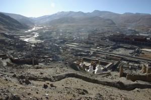 ...ganz Sakya liegt einem zu Fuessen an der Spitze des Huegels - hier koennte man die Welt umarmen!