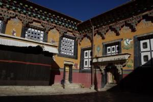 Innen ist das Kloster wunderschoen geschmueckt und ausgemalen