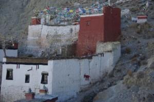 am Rueckweg sehen wir wieder wunderschoene alte tibetische Haueser