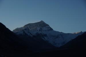 ...mit der Sonne verschwindet sofort auch die Wolken-Schneefahne, die den Gipfel des Everest umweht