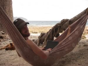 Alex fleissig am Schreiben der Berichte - der schoenste Arbeitsplatz der Welt :-)