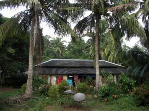 Eine typische Behausung der Einheimischen - ein Leben ohne Stress und unter Palmen