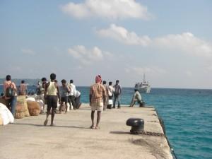 Und aufgehts wieder zurueck nach Port Blair - die Faehre ist beim Anlegen