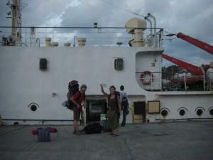 ...zum Einsteigen bereit - die kleine Andaman Insel erwartet uns - und eine stuermische Ueberfahrt