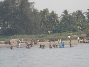 Pilger beim rituellen Bad vor Gokarna