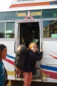Los gehts in Kathmandu - alle Busse in NEpal haben Willkommen(Welcome) auf der Bustuere stehen, eine nette Geste!