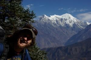 ...die Baeume verschwinden und langsam kommen die Berge des Langtang Gebirges in Sicht.