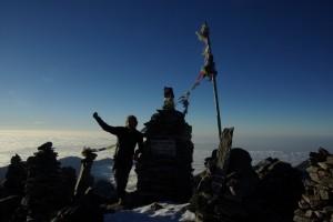 Nach etwas ueber 2 Stunden erreicht Alex den 5144m hohen Suraiya Peak