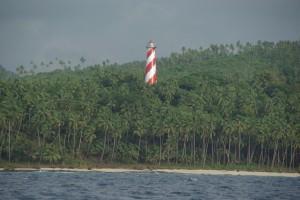 Der Leuchtturm, der aus dem Palmenmeer ragt - ein Vorgeschmack auf das, was uns erwartet :-)