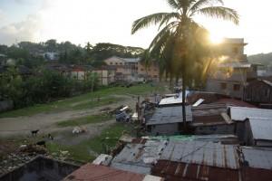 Der Blick von unserem Hotel auf die Stadt - tja Kakerlaken, Ratten, Muellberge und Gestank sind ein Vorgeschmack auf Indien