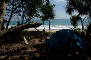 ...gleich am naechstn Tag packten wir Lebensmittel und Zelt und schafften uns ein schoenes Plaetzchen als Einzige auf dem 4km langen Strand