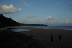 ...auf der Trauminsel angekommen - grad noch ein kurzes Bad vorm Sonnenuntergang schaffen wir in der Buttler Bucht!