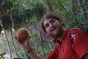 ..und voila, das ist die Kokosnuss wie wir sie in Europa kennen :-), schmecken so frisch aber viel viel besser