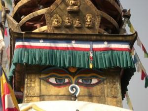 das Symbol, das einem hier sehr oft begegnet - die Augen des Buddha...