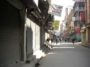 eine der Haupteinkaufsstrassen im Thamel, dem Touristenviertel...