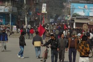spaeter sehen wir ausserhalb des Touristenviertels auch einige maoistische Demonstranten