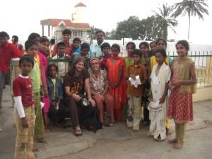 eine indische Schulklasse von der wir bestaunt und interviewt wurden :-)