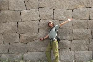 Die exakt zubehauenen Steinbloecke erinnern fast an die Bauten der Inkas in Suedamerika