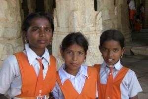 diese 3 Schuelerinnen wollten sich mal auf nem Foto sehen und haben uns darum gebeten, sie doch zu fotografieren...auch das passiert einem in Indien immer wieder
