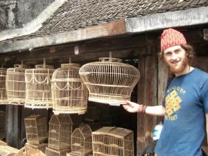 Am Vogelmarkt gibts natuerlich auch Vogelsteigen in allen groessen und Formen (extra fuer dich Papi :-))!