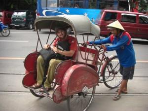 Der oeffentliche Transport funktioniert mit FAhrradrikschas, hier Becak genannt - die kleinen Kerlchen sind erstaunlich kraeftige Treter!