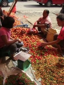 Wunderschön bunt die Märkte, wimmeln von Gemüse und Gewürzen...