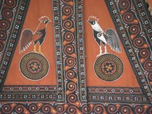 ...faszinierende Verzierungen - auch die Hähne sind den Torajas wichtig - es gibt viele Hahnenkämpfe.