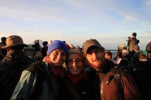 Die heraufkommende Sonne waermt uns und vertreibt die meisten anderen Touristen, die zum naechsten Highlight, dem Bromo weiterhasten