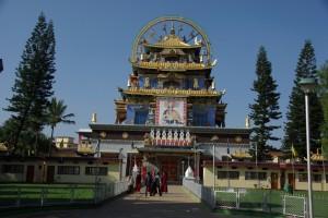 der Goldene Temple, das Zentrum des Namdroling Klosters im indischen Exil