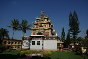 Golden Temple - der Tempel gleicht denen in Tibet, ringsherum sieht man jedoch Palmen anstatt schneebedeckte 7000er
